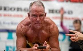 عجوز يحطم الرقم القياسي في أصعب التمارين