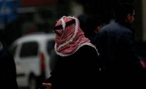 الشماغ والنقاب بدلاً من الكمامة في السعودية