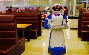 بعد كورونا روبوتات تقدم الطلبات في المطاعم