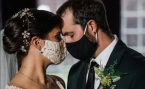 آخر تقاليع كورونا..حفل زفاف بالسينما والمدعوون في السيارة!