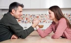 """لحياة بلا نكد """"المرأة القوية"""" أفضل خيار للزواج"""