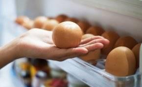 احذر! .. تخزين البيض في باب الثلاجة يسبب كارثة