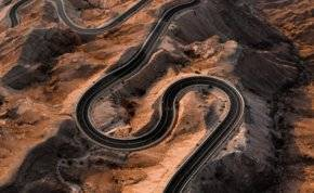 نظرة مذهلة من قمة جبل حفيت بأبوظبي (صور)