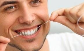 إليك أفضل الطرق لتنظيف الفراغات بين الأسنان