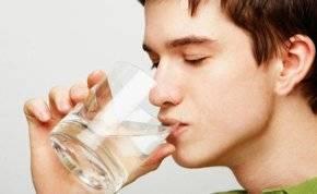 شرب الماء قبل النوم.. لخسارة الوزن وتحسين المزاج