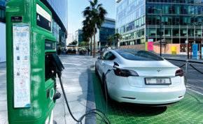ما ترتيب الإمارات في استخدام السيارات الكهربائية؟