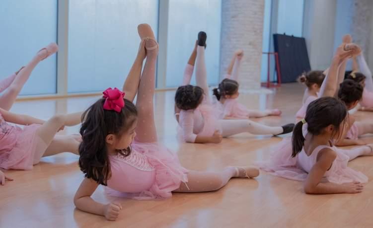تأسيس أول معهد لرقص الباليه في السعودية... اعرف حكايته