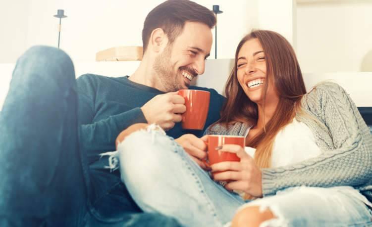 تعرف إلى أغرب أسباب السعادة الزوجية