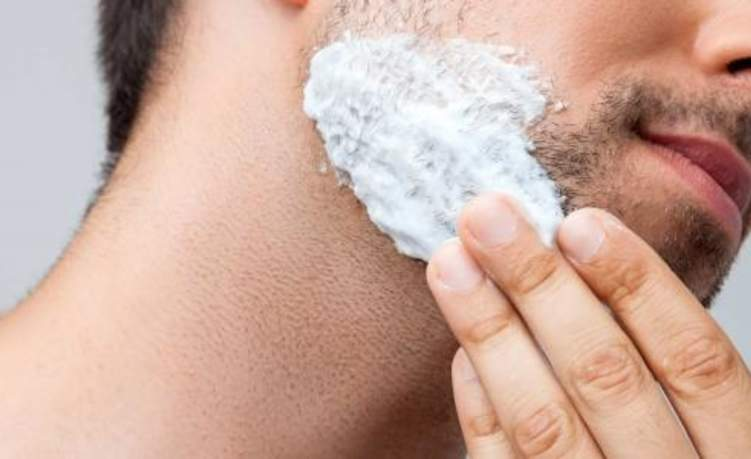 لماذا ينمو الشعر تحت جلد الذقن والشارب؟