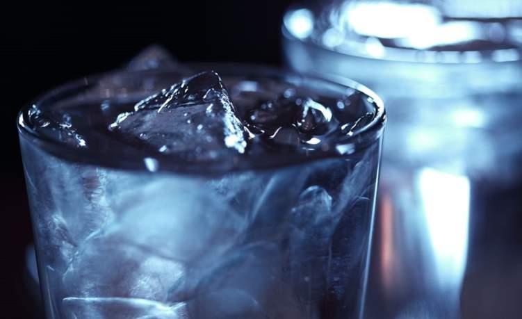 تعرف على مخاطر شرب الماء البارد