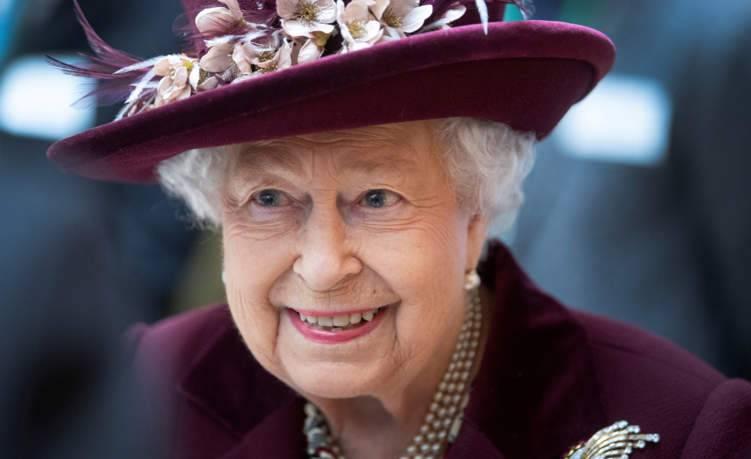 ما حجم ثروة الملكة إليزابيث؟