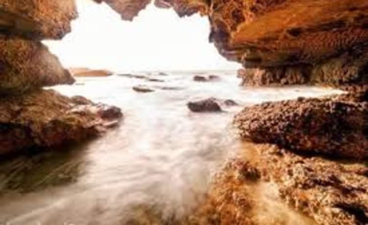في عُمان.. كهف سري يكشف سحر الطبيعة