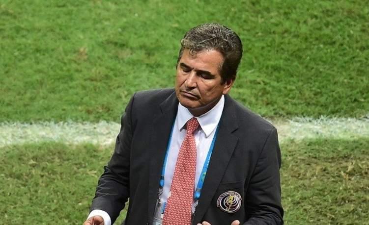 اقالة مدرب منتخب الإمارات..فمن يكون البديل؟