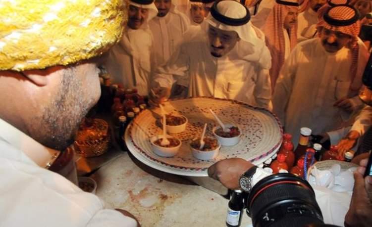 بالفيديو: تعرف إلى الأكلات التي يفضلها ملوك السعودية والراحل قابوس