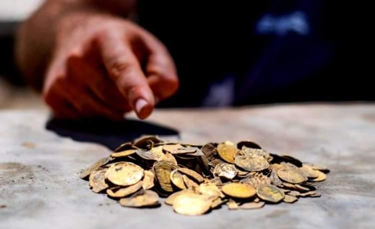اكتشاف كنز أثري في الإمارات يعود لأكثر من ألف عام