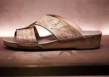 مجموعة شنط وأحذية برسم الصقر المهيب لتتألّق خلال شهر رمضان