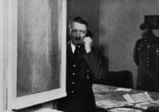 """240 ألف دولار سعر بيع هاتف """"هتلر"""""""