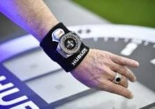 """بالصور.. ساعة ذكية لـ """"كأس العالم"""".. سعرها خيالي"""