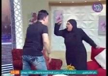 مشاجرة بالأيدي بين مذيع مصري وضيفته (فيديو)