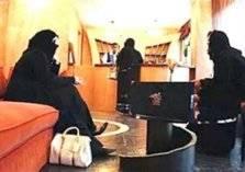 """""""السياحة السعودية"""" تسمح للمرأة النزول بالفنادق بدون محرم"""