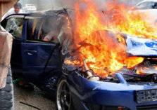 شاب يشعل النيران في سيارة مواطنة سعودية بالدمام (فيديو)
