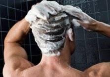5 أخطاء شائعة خلال الاستحمام تدمر البشرة والشعر