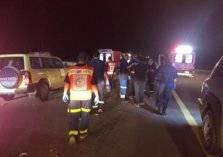مصرع شخص وإصابة 39 في حادث مروع لحافلة على طريق المدينة القصيم السريع (صور)
