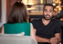 """الفنان المصري أحمد فهمي: """"اللي عايز يعاكس خطيبتي يعاكسها بأدب"""" (فيديو)"""
