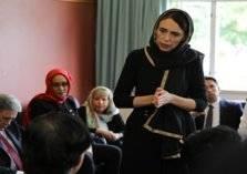 بالصور.. رئيسة وزراء نيوزيلندا ترتدي الحجاب وتقدم واجب العزاء