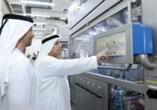 دبي تحتضن أول مصنع في العالم يستخدم الروبوت لإنتاج لوحات المركبات