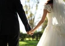 بالصور.. الرجل الأكثر وسامة في العالم يختار بلد عربي لحفل زفافه