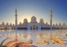 بالصور..نجم مانشستر يونايتد يزور مسجد الشيخ زايد