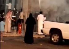 شجاعة مواطن سعودي تنقذ مجمعاً تجارياً من كارثة (فيديو)