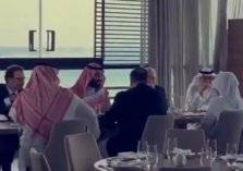شاهد.. محمد بن سلمان ووزير الخارجية الأمريكي يتناولان الغداء في كورنيش جدة