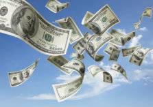 بالفيديو.. السماء تمطر نقودًا في أمريكا!