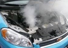 خبير سيارات يحذر من ظهور هذه العلامة في السيارة.. تؤدي لاحتراق الموتور (فيديو)