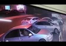 لحظة سرقة سيارة تركها صاحبها في وضع التشغيل بجدة (فيديو)