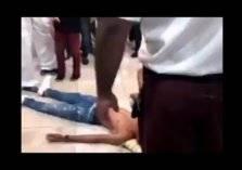 مشاجرة عنيفة بين مجموعة من الشباب داخل مول بجدة