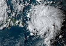 """شاهد.. إعصار """"دوريان"""" يضرب الباهاما ويقترب من أمريكا"""