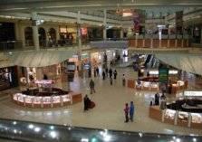 مولات شهيرة في الرياض تمنع دخول العزاب