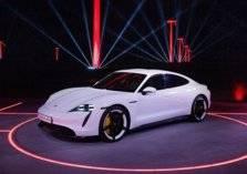 بورشه تكشف عن سعر وموعد إطلاق أولى سياراتها الكهربائية (صور)