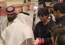 """فيديو .. لحظة وصول الممثل """"شاروخان"""" إلى الرياض"""