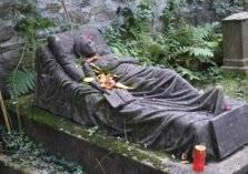 حالة مرضية نادرة .. فتاة تنام شهرين متتابعين