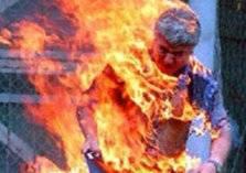 بالفيديو .. حرق عامل من انفجار فرن!