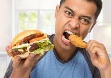 ما خطورة تناول الطعام بشكل سريع؟