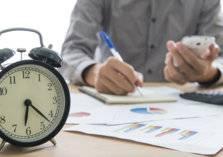 دراسة: العمل 8 ساعات يومياً يقصف العمر!