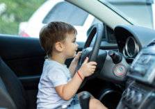 بالفيديو .. طفل يقود سيارة يرعب رواد السوشيال