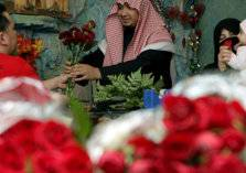 عيد الحب في السعودية.. هدايا ومواعدة والذهب غالي!