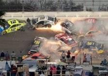 """شاهد.. حادث مروع في  سباق """"دايتونا 500"""" الأمريكي"""