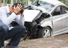 بالفيديو .. سائق يتعمد تحطيم السيارات في الرياض
